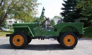 Jeep vert avec roues jaune