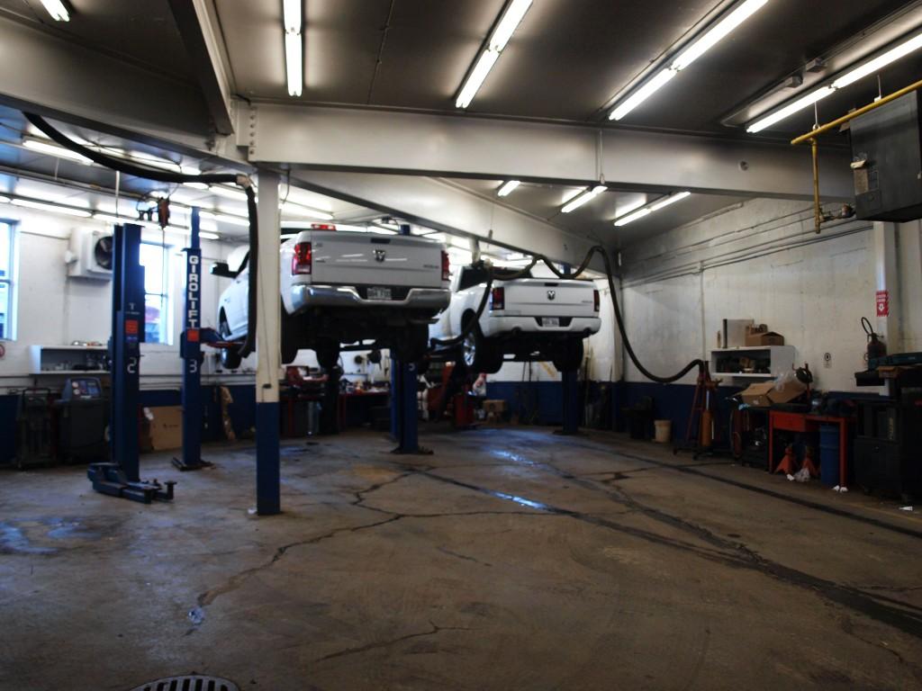 L'intérieur du garage Brissette, àBerthierville
