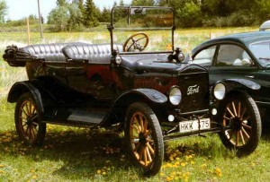 1917_Ford_Model_T_Touring_HKK375