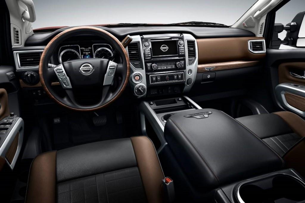 Nissan Titan tableau bord