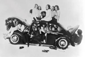 gens dans une voiture vintage